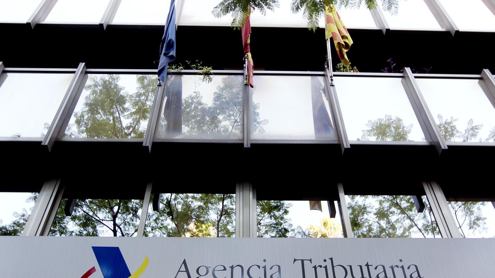Edifici de l'Agència Tributària de l'Estat, a la plaça Letamendi de Barcelona / FRANCESC MELCION