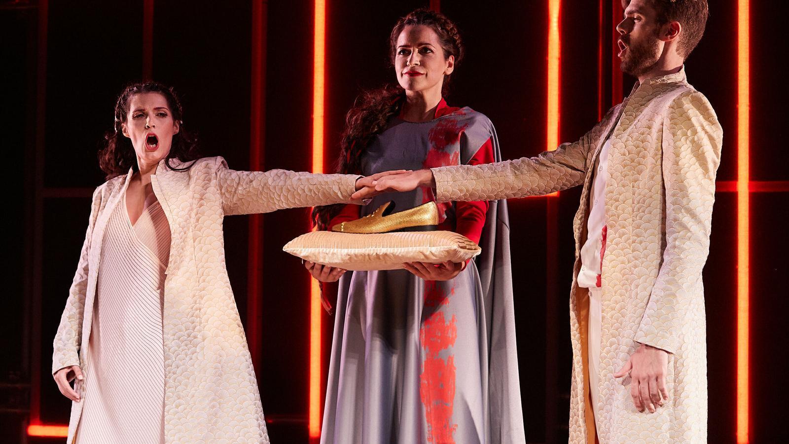 Isabella Gaudí, Anna Alàs i Josep-Ramon Olivé a l'òpera 'Diàlegs de Tirant e Carmesina', de Joan Magrané, a Peralada