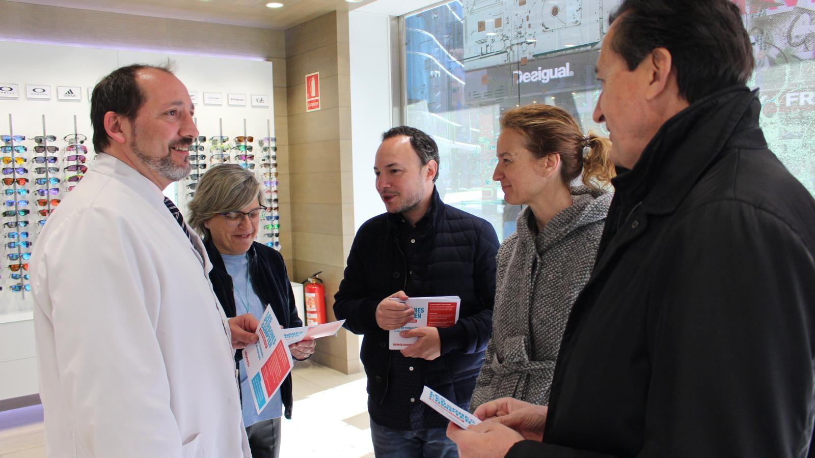 El candidat demòcrata durant la visita als als comerciants d'Andorra la Vella i Escaldes-Engordany. / DA