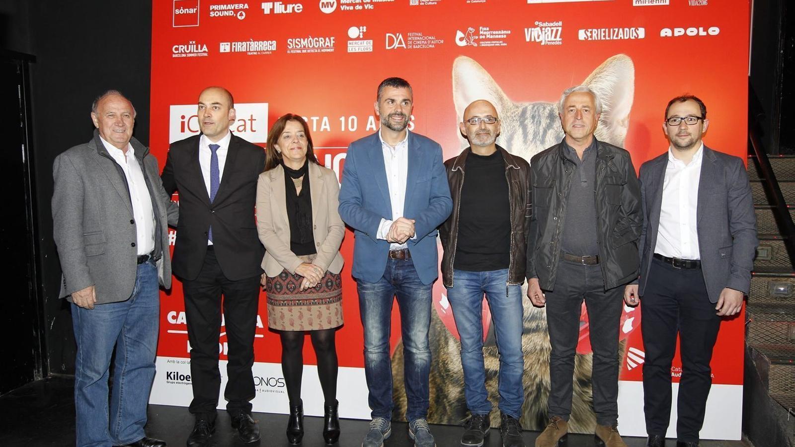 Representants de la CCMA i la direcció de Catalunya Ràdio i TV3 amb el conseller de Cultura, Santi Vila.
