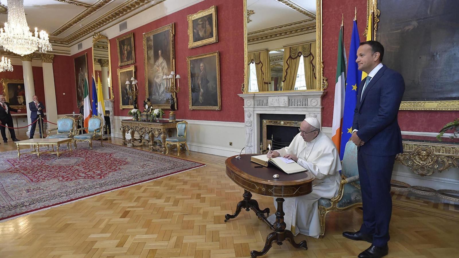 """El Papa admet el fracàs de l'Església pels """"repugnants crims""""als menors"""