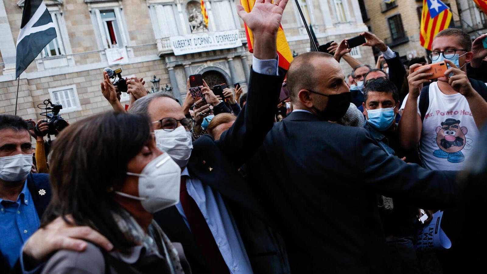 El president Quim Torra, dilluns en abandonar el Palau després de ser inhabilitat