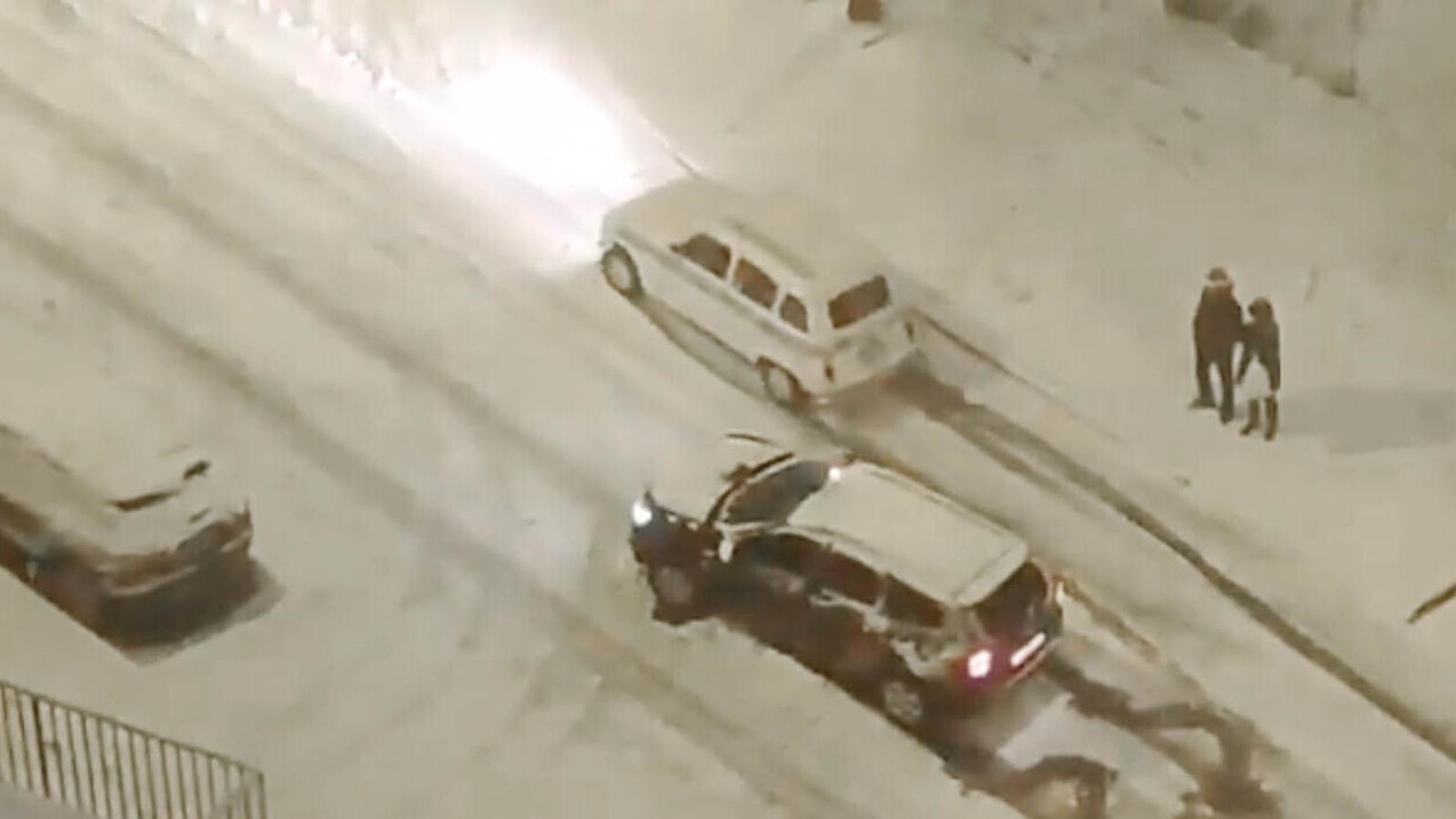 Un Quatre Llaunes deixa en evidència els SUV actuals en ple temporal de neu