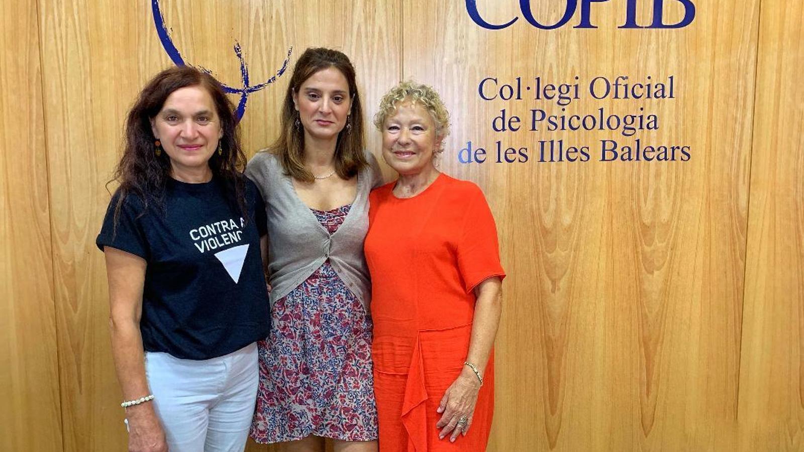 De izquierda a derecha Rosa Álvarez, Ana María Madrid y María José Martínez.