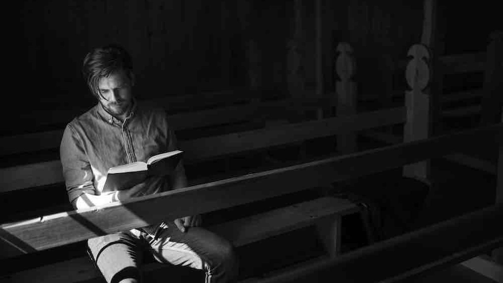 Símun Christian Olsen, un noi nascut 5 a Toftir, un poble de la zona coneguda com el cinturó bíblic, molt tradicional i conservadora. / Guillem Trius