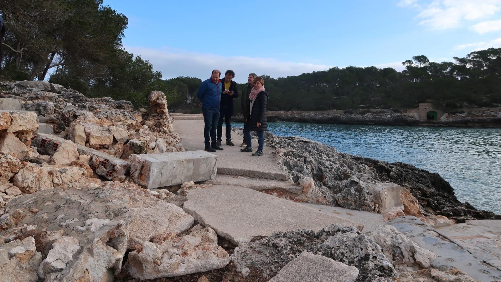 Una de les obres danyades per la borrasca Glòria que el conseller de Medi Ambient, Miquel Mir, va visitar i considera que s'han d'eliminar