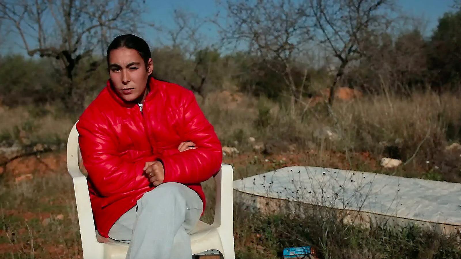 Mari Carmen Moreno, una de les suposades víctimes del Bar España, és entrevistada al documental La manada,dirigit pel cineasta de Dénia Valentí Figueres. / VALENTÍ FIGUERES