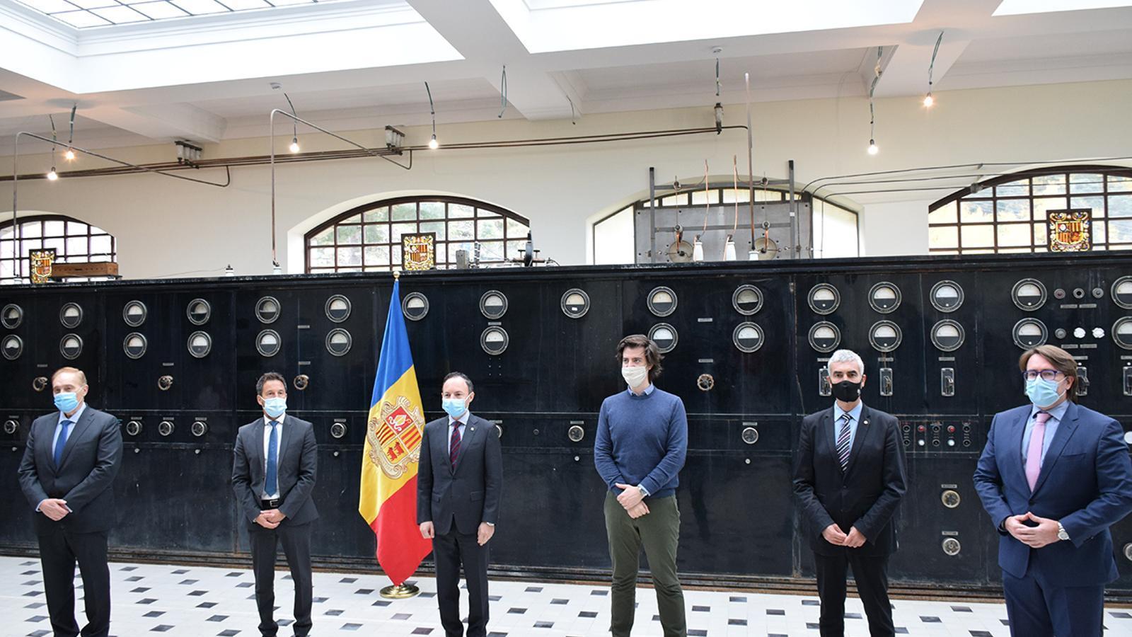 Els presidents dels grups parlamentaris i el cap de Govern, Xavier Espot, després de la signatura de l'acord / MF
