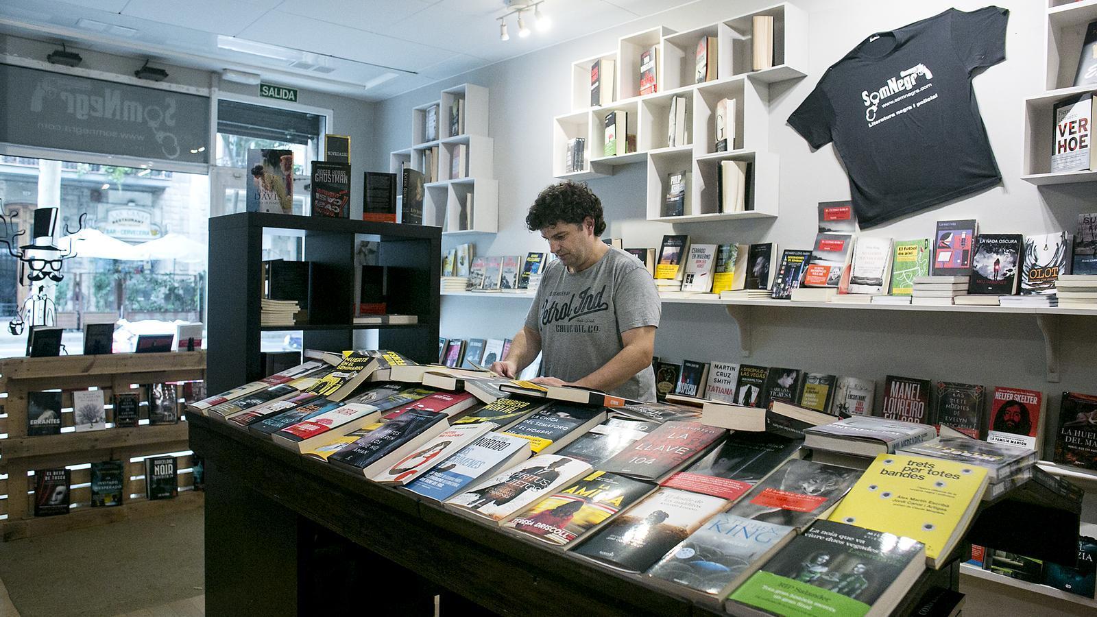 Imatge de la llibreria Som Negra, situada a l'Eixample