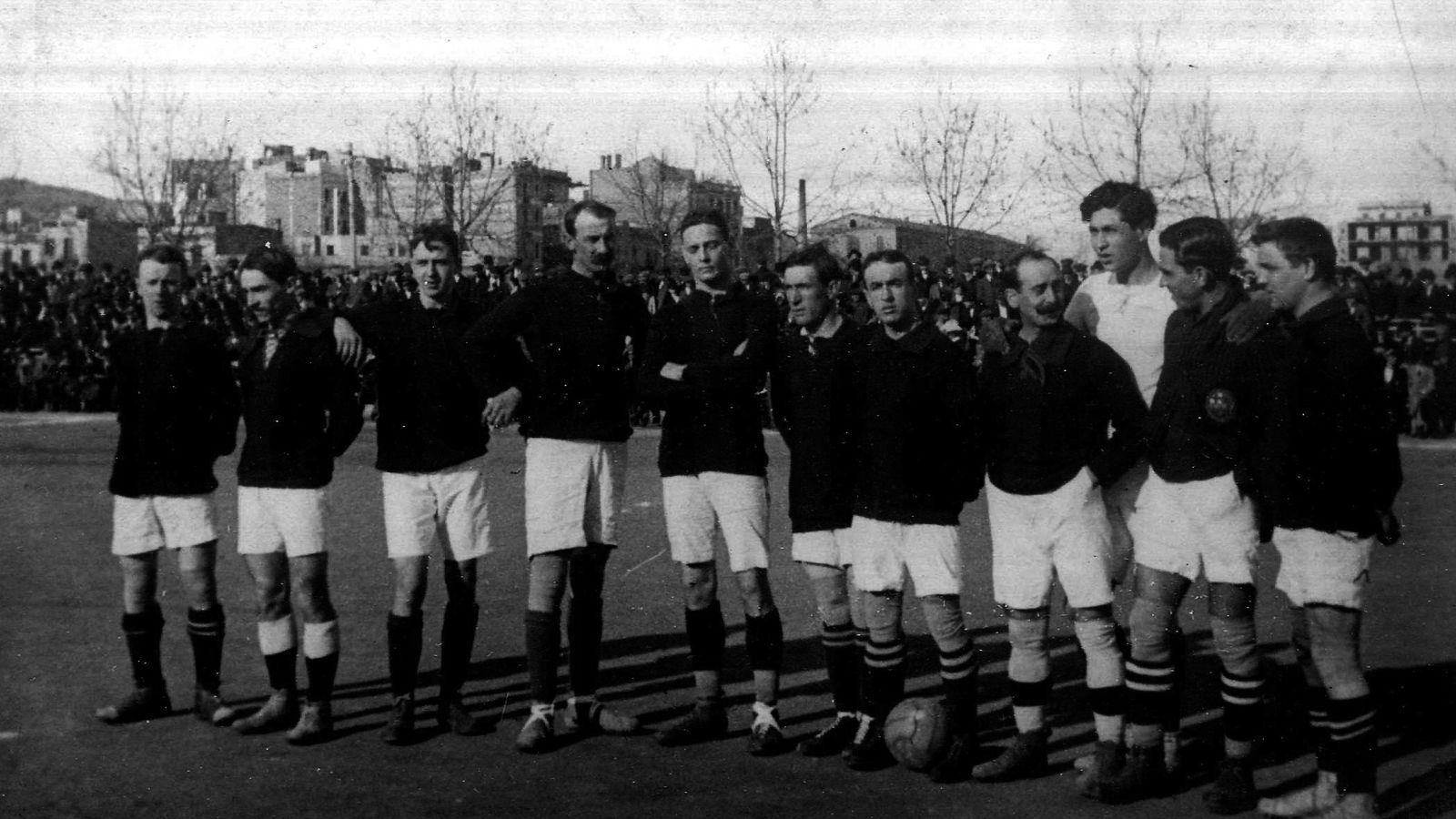 L'equip del Barça el 1912 abans de jugar contra l'Espanyol