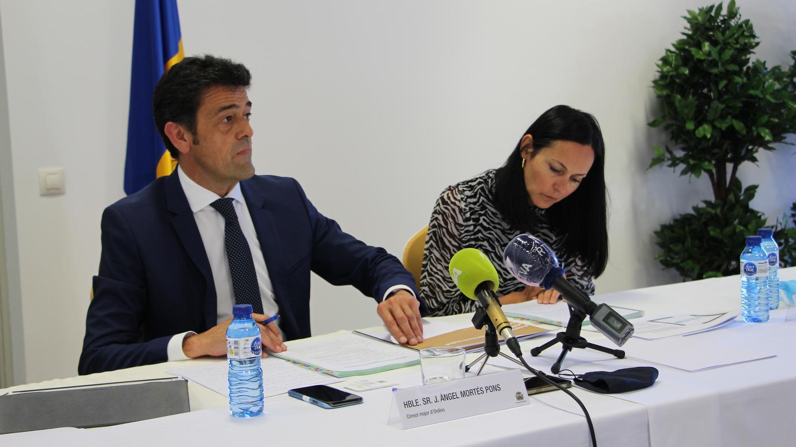 El cònsol major d'Ordino, Josep Àngel Mortés, i la cònsol major de la Massana, Olga Molné, en la roda de premsa posterior a la reunió de cònsols