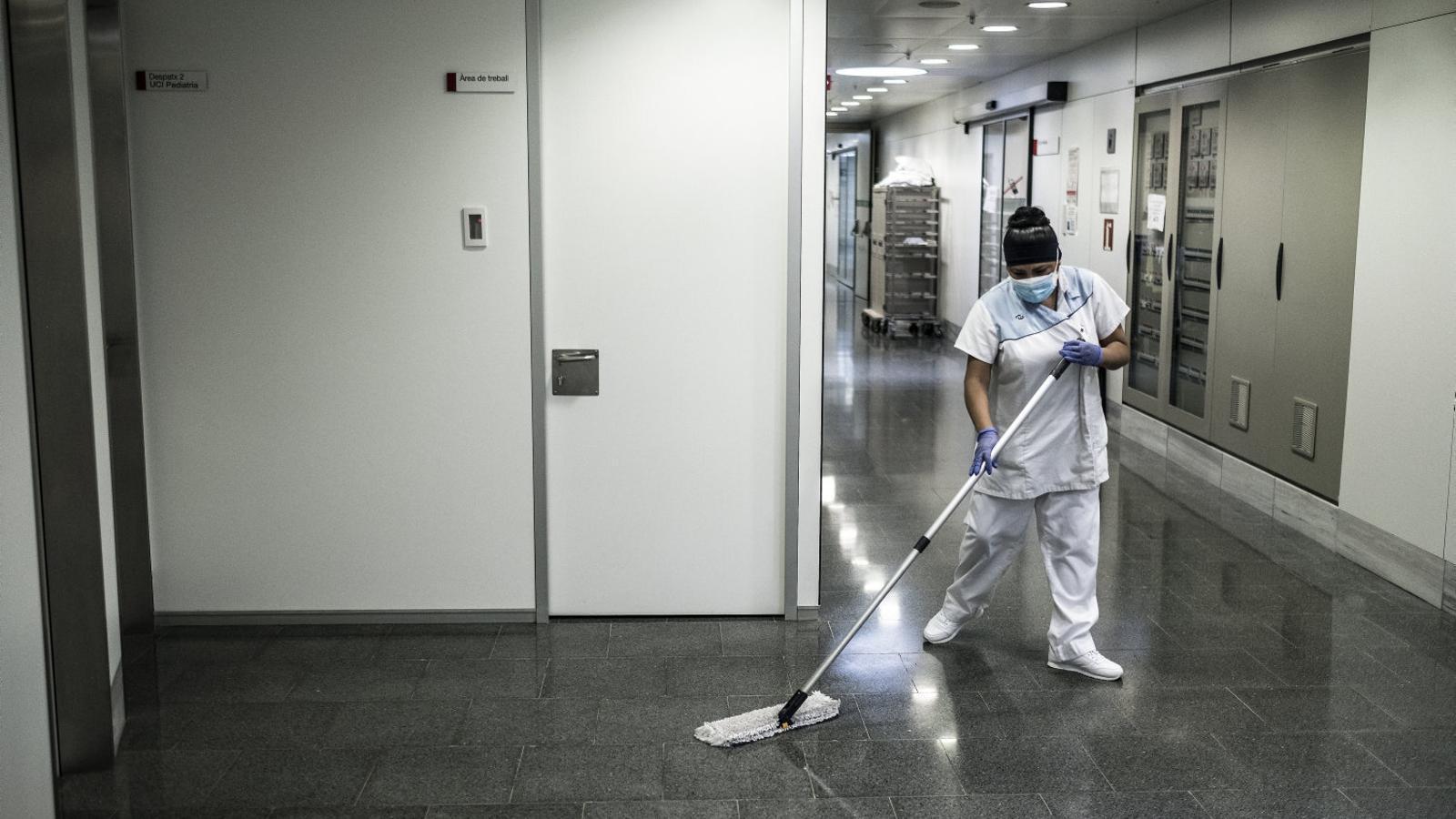 """""""Quan passi la crisi, les netejadores continuarem sent invisibles?"""""""