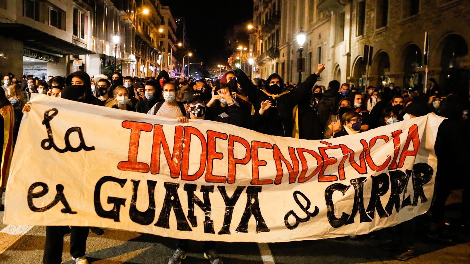 Els CDR es manifesten a Urquinaona un any després de la sentència del Procés