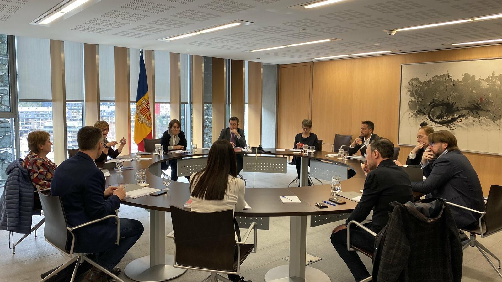 Una reunió entre el Govern, la sindicatura i els grups parlamentaris. / TWITTER XAVIER ESPOT