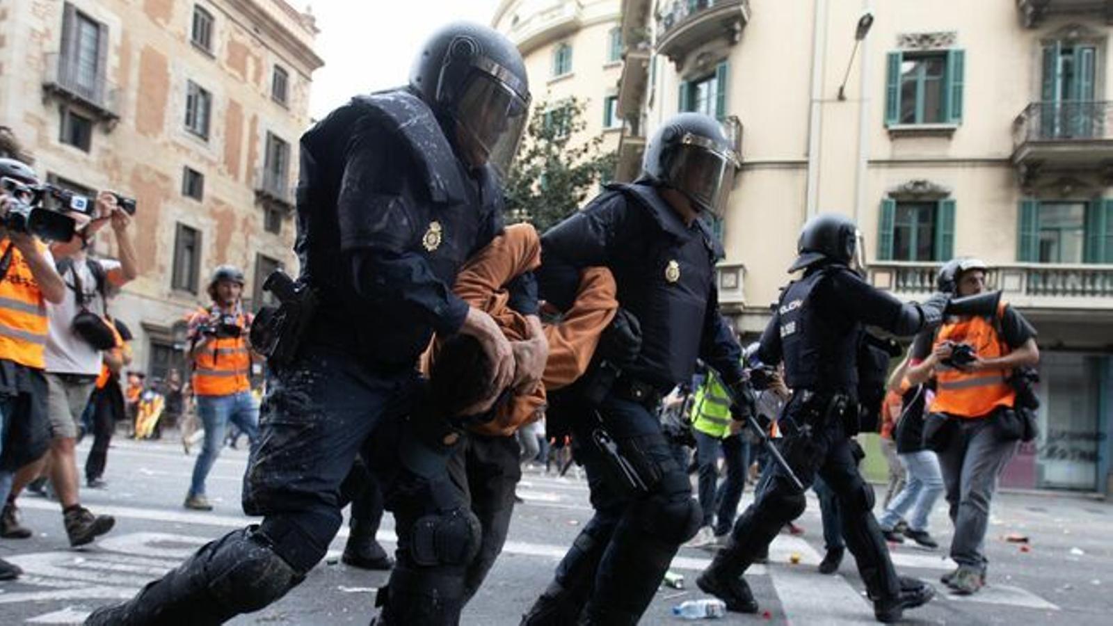La CUP reclama que la Generalitat es retiri de totes les acusacions particulars contra independentistes