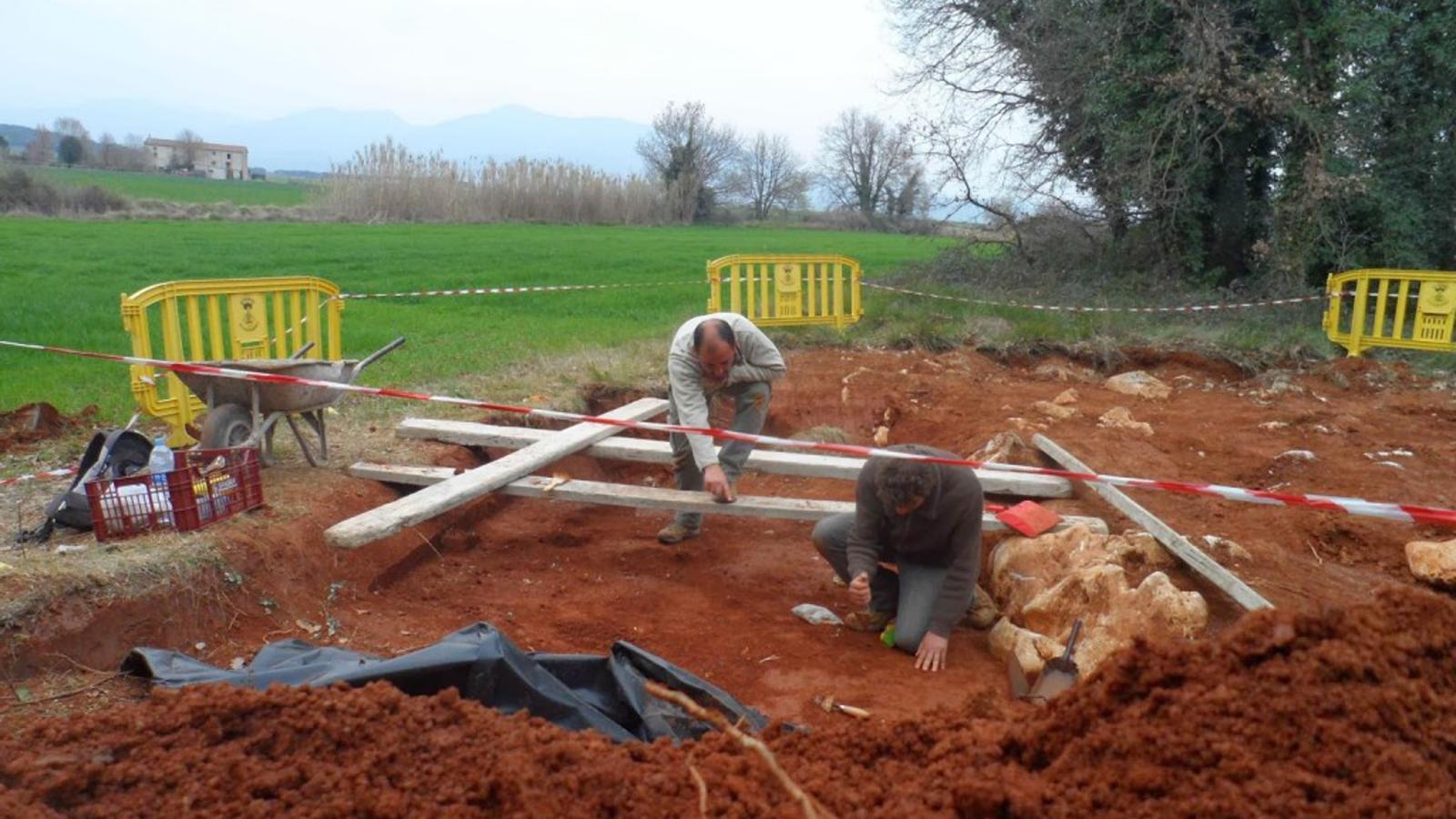 Troben eines de cacera del període châtelperronià a la cova Foradada de Calafell
