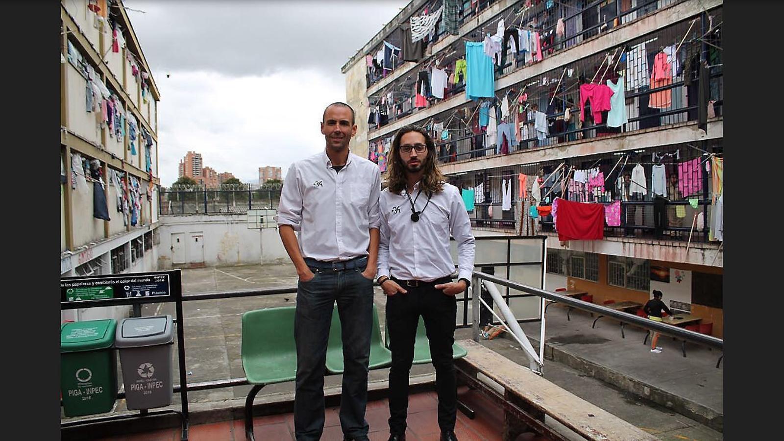 AJUDA HUMANITÀRIA   Els voluntaris de la fundació visiten i assisteixen espanyols empresonats a l'estranger.