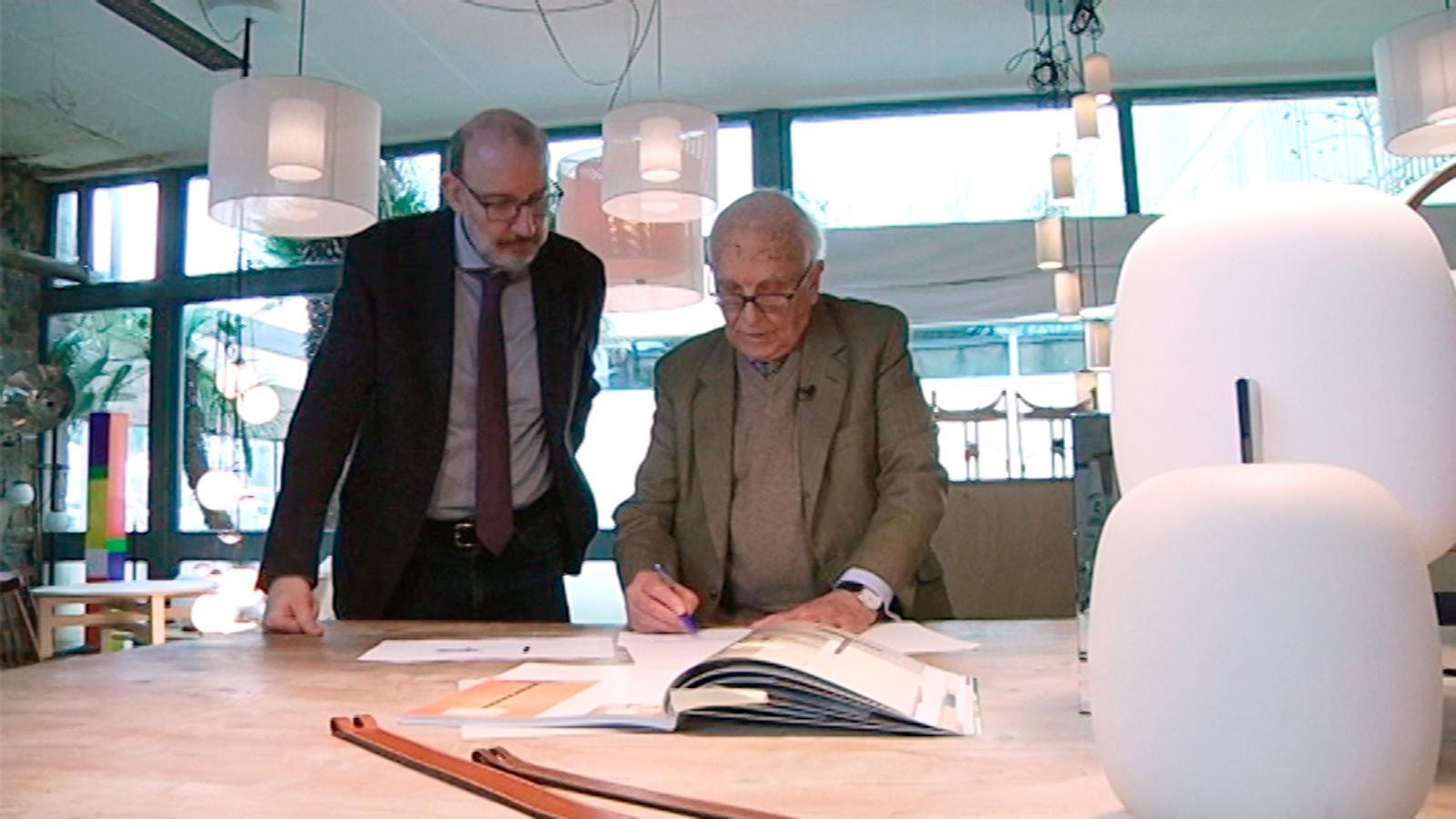 Antoni Bassas visita el dissenyador Miguel Milá