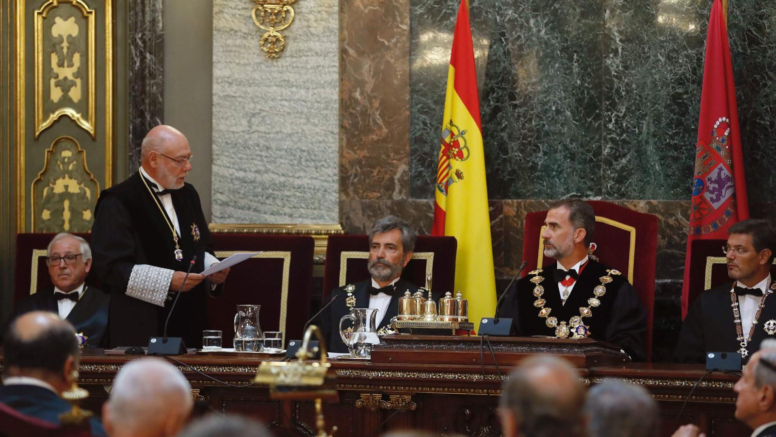 José Manuel Maza i Carlos Lesmes ahir durant la inauguració de l'any judicial a Madrid, amb la presència del rei Felip VI.