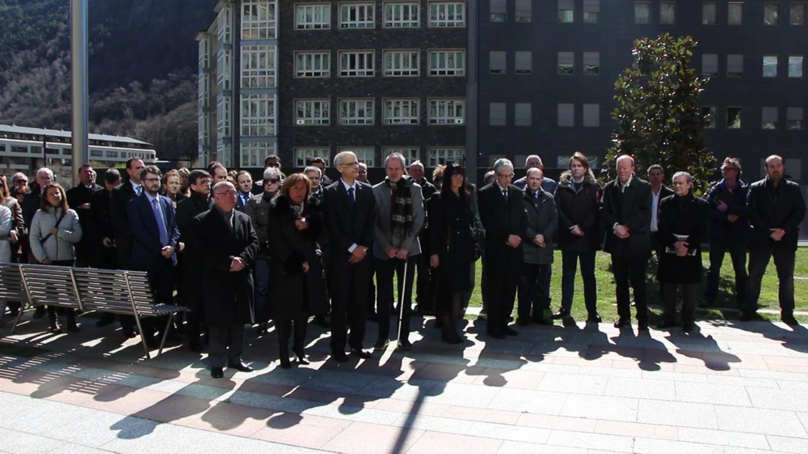 Al voltant de 150 persones es concentren per donar suport al poble belga