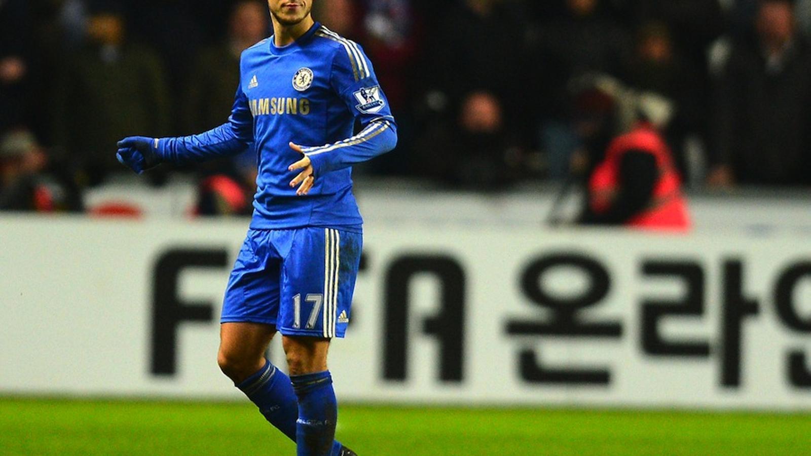 Eden Hazard agredeix un nen aplegapilotes