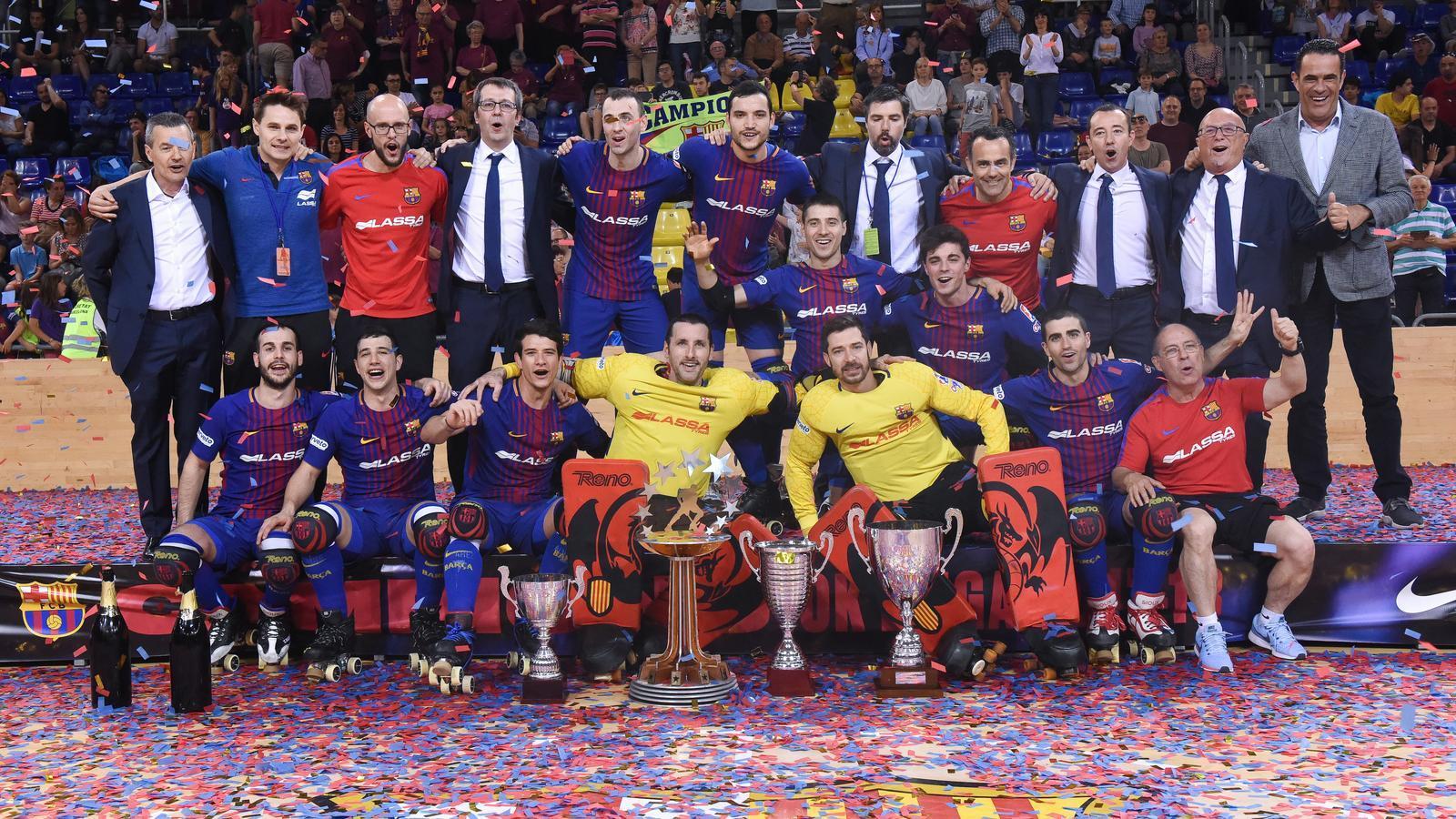El Barça Lassa d'hoquei patins, celebrant els èxits d'aquesta temporada