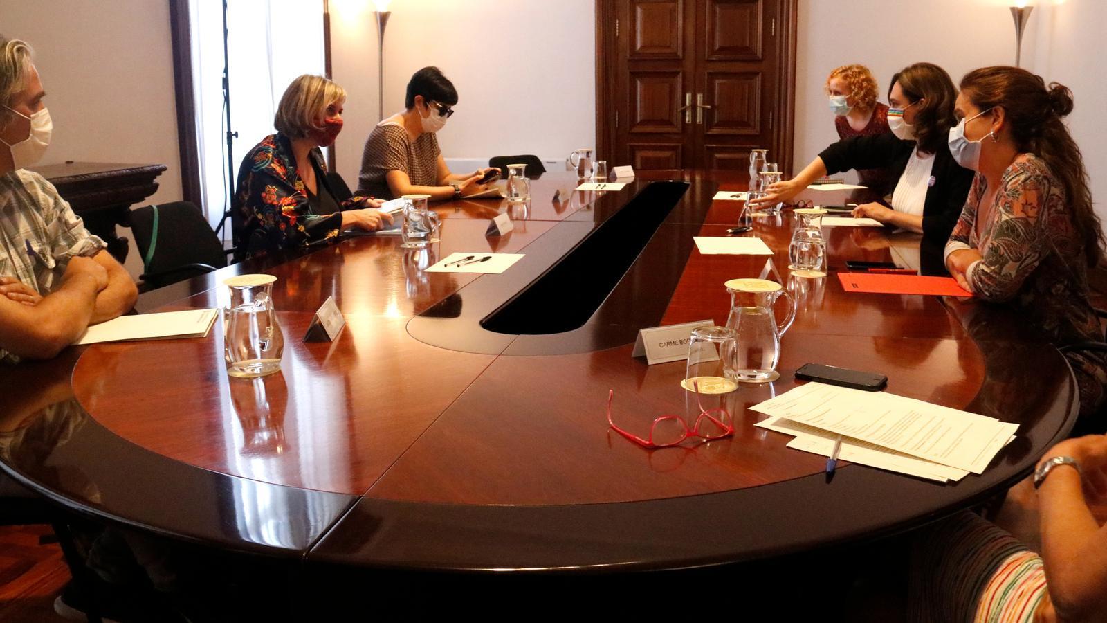 EN DIRECTE |  Vergés i Colau anuncien noves mesures per fer front a l'avenç del covid-19 a Barcelona