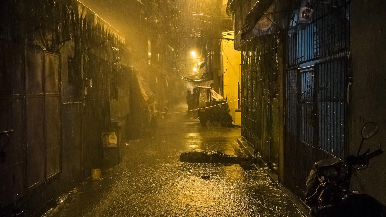 El fotoperiodista Daniel Berehulak va documentar els assassinats de 57 persones en una estada de 35 dies a Manila, la tardor del 2016, durant la brutal campanya antidroga del president de les Filipines, Rodrigo Duterte. A la imatge, el cadàver de Romeo Torres Fontanilla.
