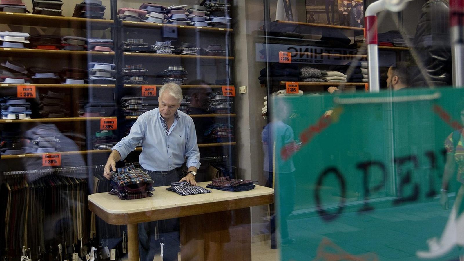 POSADA AL DIA DEL SECTOR  La nova llei de comerç suposa una actualització de la modalitat comercial i també una posada en comú de les diferents normatives que fins ara estaven separades. No s'hi ha inclòs la regulació dels equipaments comercials per la por  que un recurs del govern espanyol al TC pogués tombar unes lleis que avui són vigents.