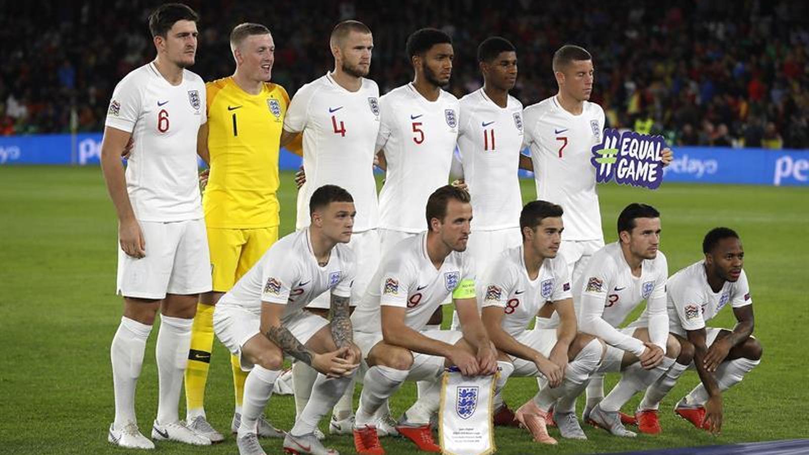 La selecció anglesa, instants abans del partit al Benito Villamarín
