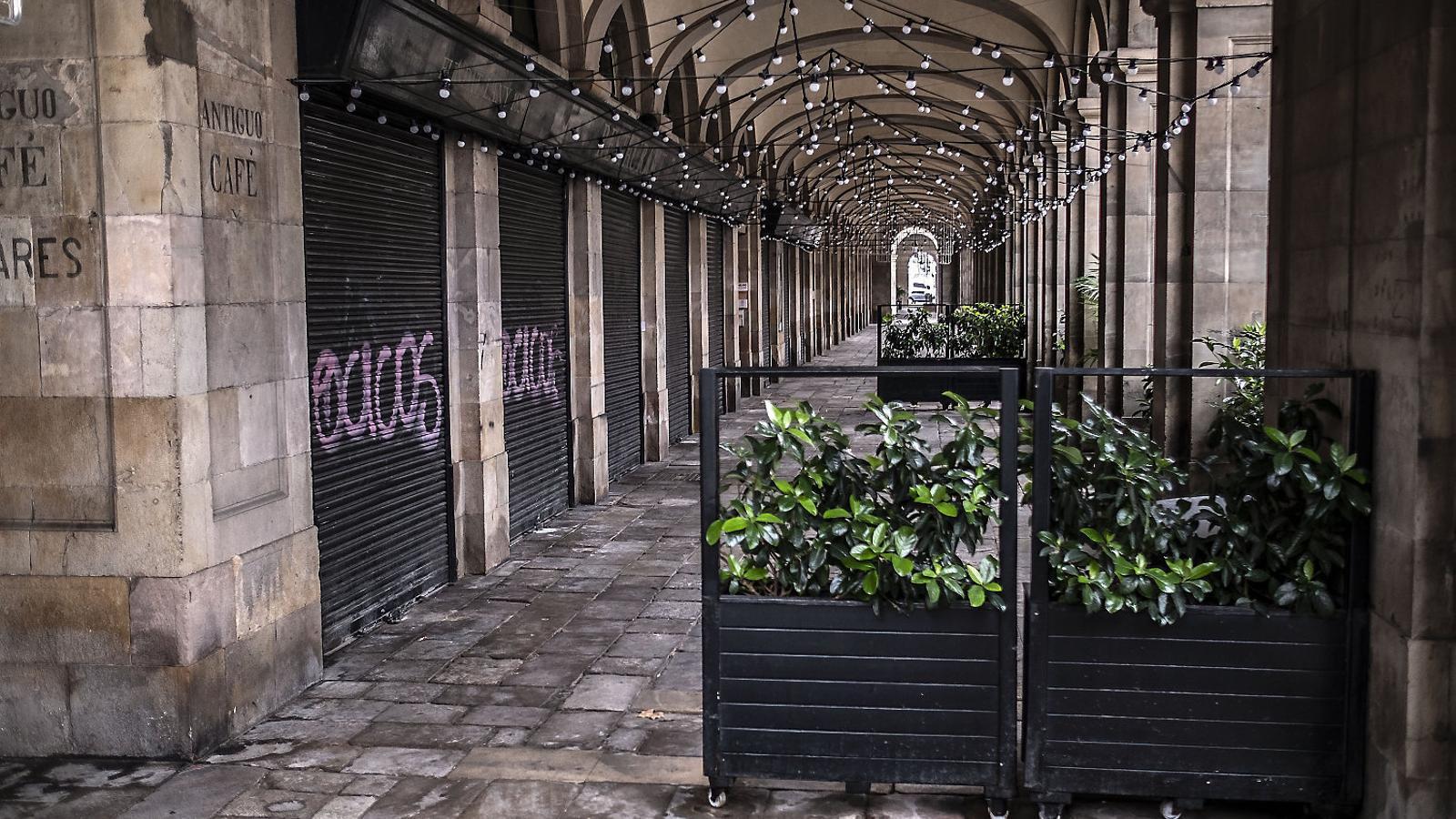 Negocis tancats a Ciutat Vella en una imarge recent.