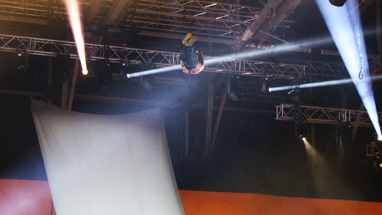 L'acrobata del Cirque du Soleil moments abans de patir la caiguda. / M. R. F. (ANA)