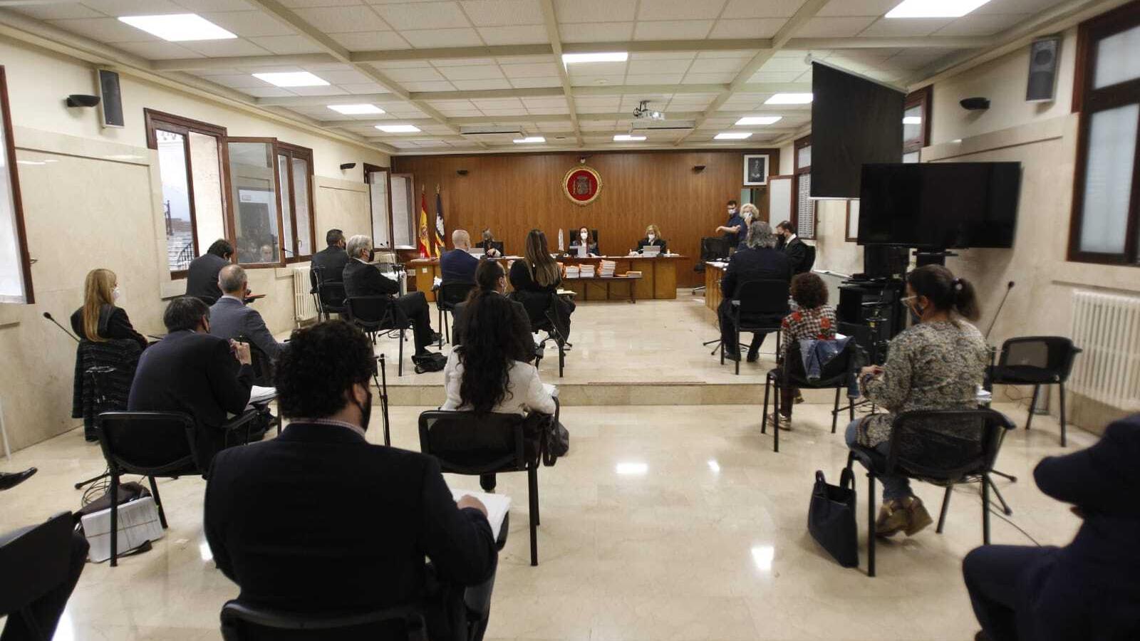 Advocats i acusats del macrojudici de narcotràfic a la Secció Segona de l'Audiència de Palma