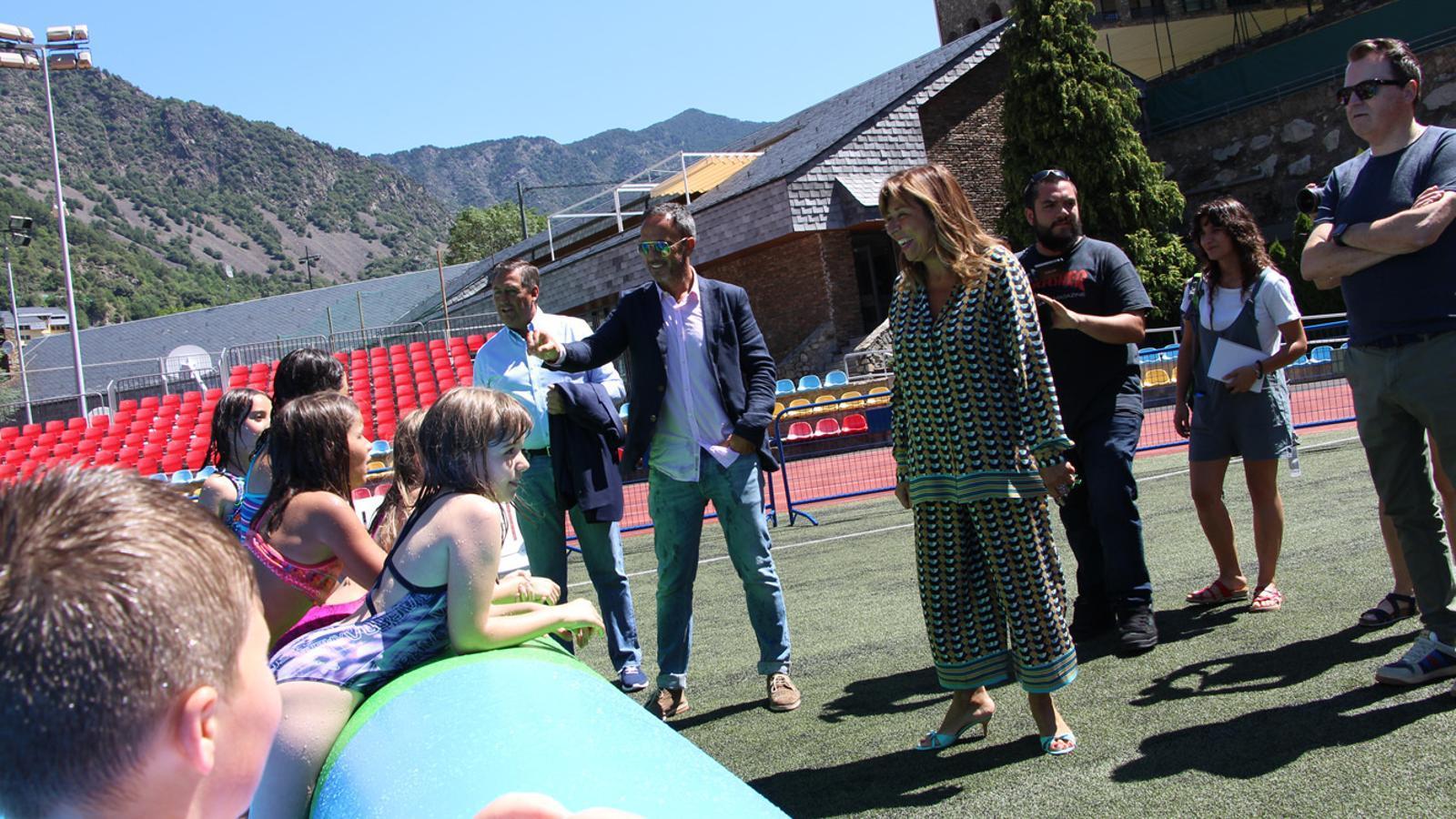 La cònsol major d'Andorra la Vella, Conxita Marsol, durant la inauguració de l'aquaparc la setmana passada. / M. P. (ANA)