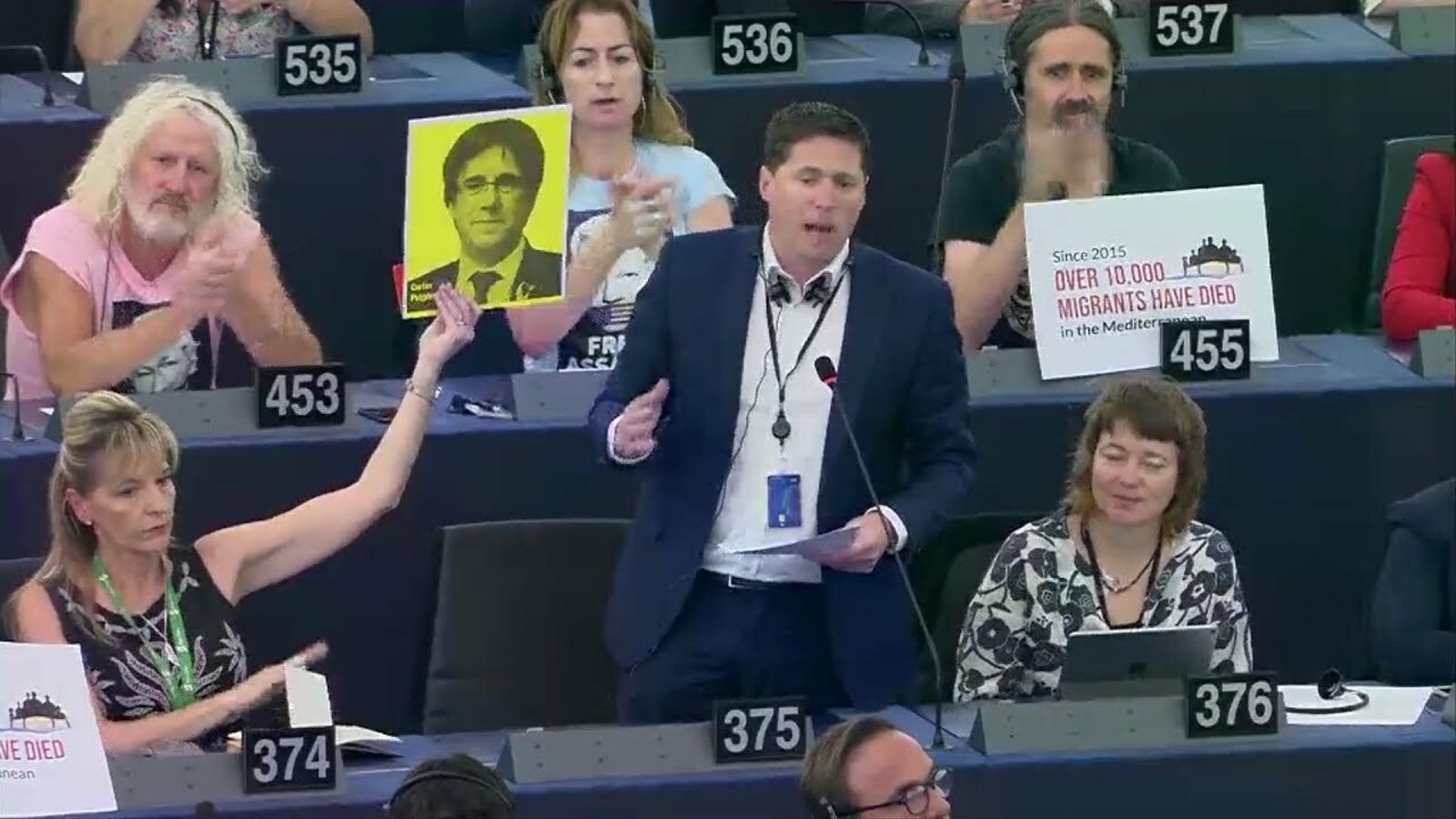Un eurodiputat pren la paraula per denunciar la situació de Puigdemont, Junqueras i Comín