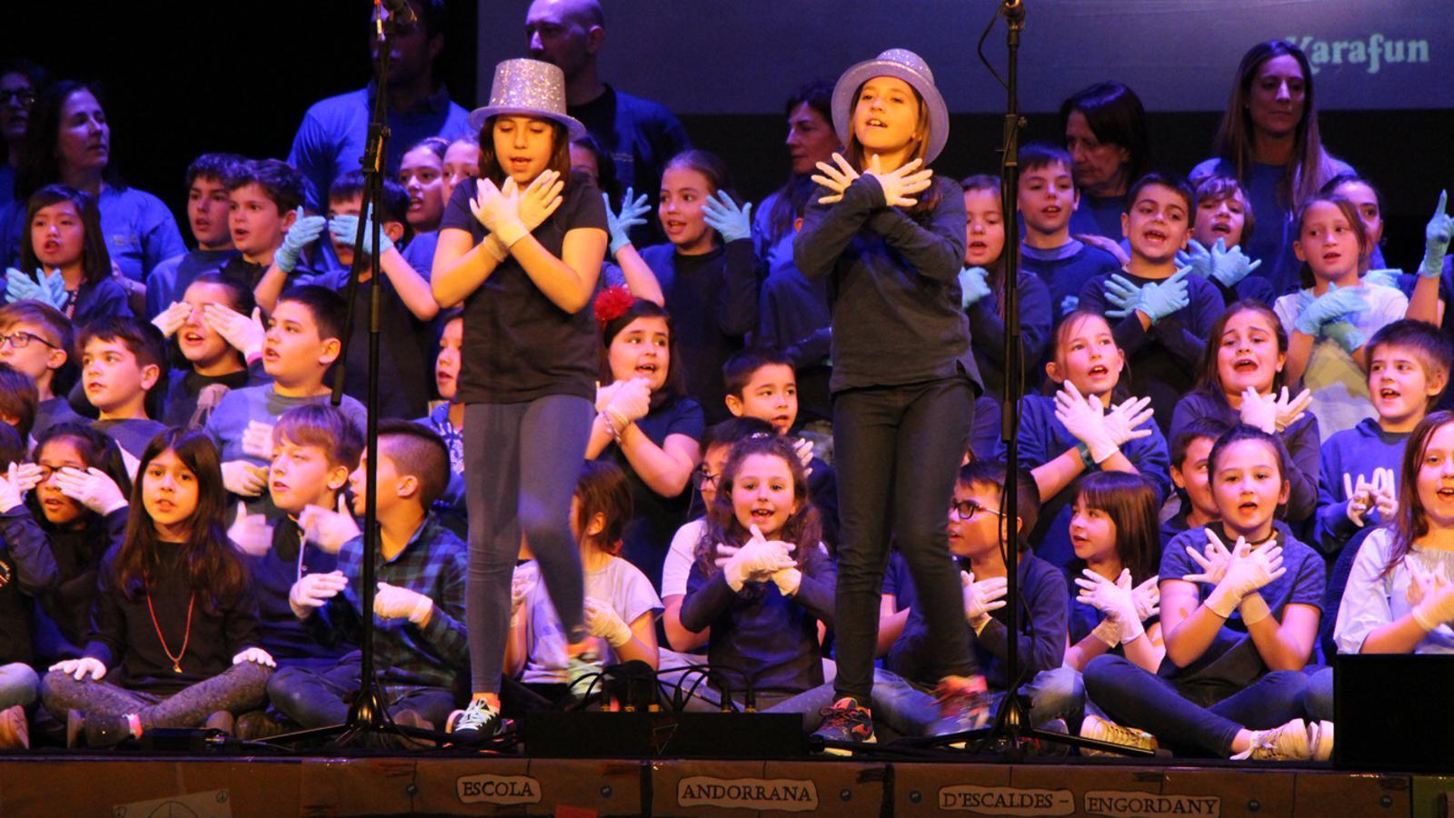 Un moment de la cançó dels nens i nenes de l'Escola Andorrana d'Escaldes-Engordany. / L. M. (ANA)
