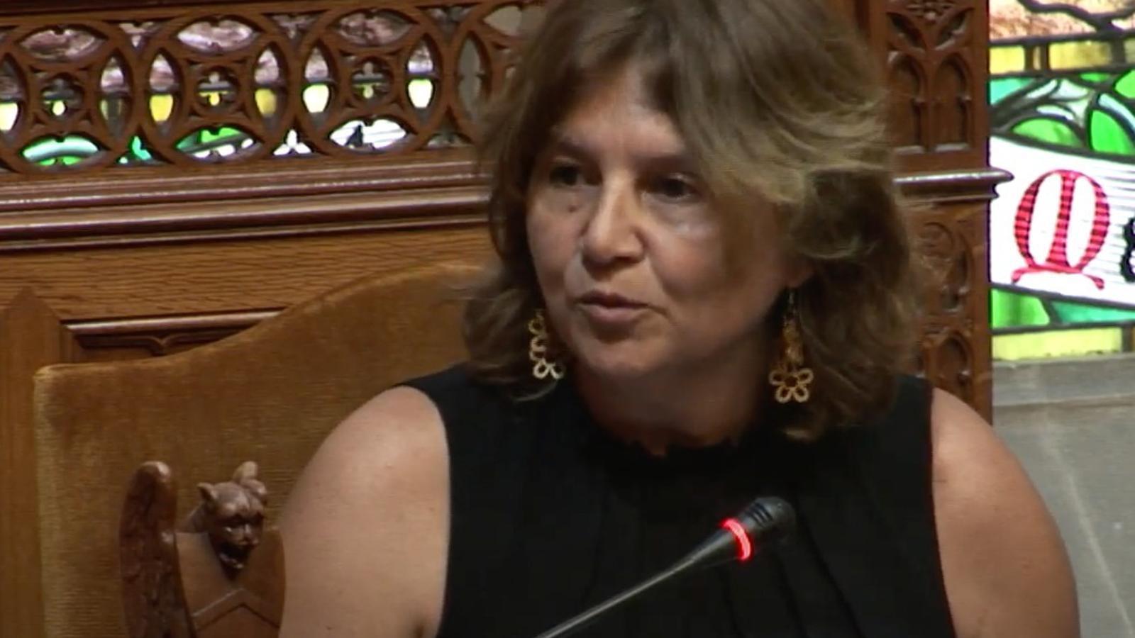 Catalina Mas durant la seva renúncia al Consell de Mallorca.