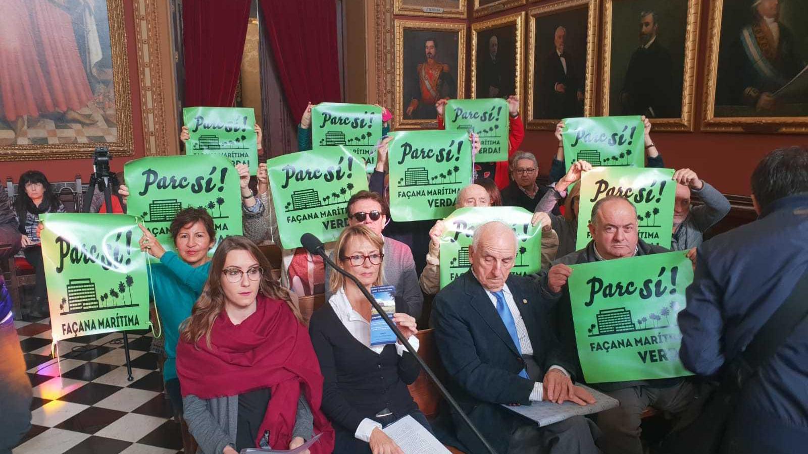 """Membres de la plataforma veinal """"Parc Sí"""" al ple extraordinari de l'Ajuntament de Palma"""