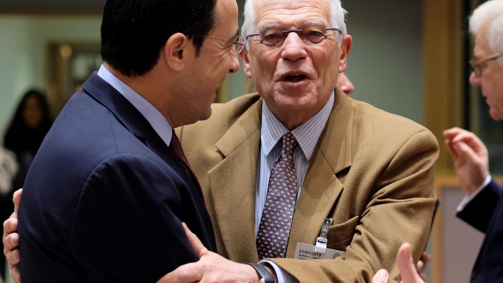 """Josep Borrell: """"Els famosos 1.000 ferits de l'1-O"""" van ser 'fake news'"""