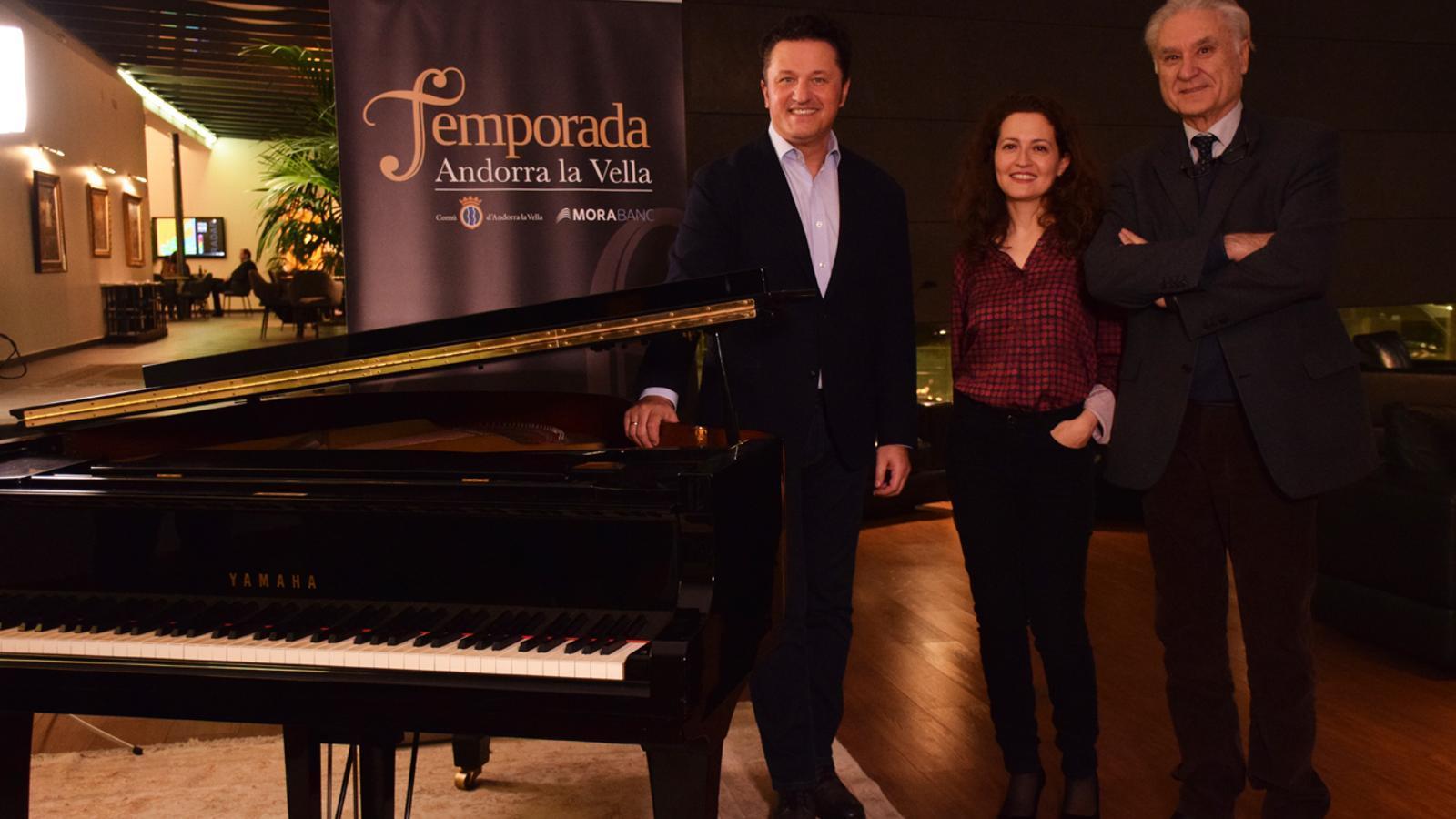 149446_imatge3El tenor Piotr Beczala i la pianista Sarah Tysman durant la presentació del primer concert de la Temporada de música i dansa d'Andorra la Vella. / T. N. (ANA)