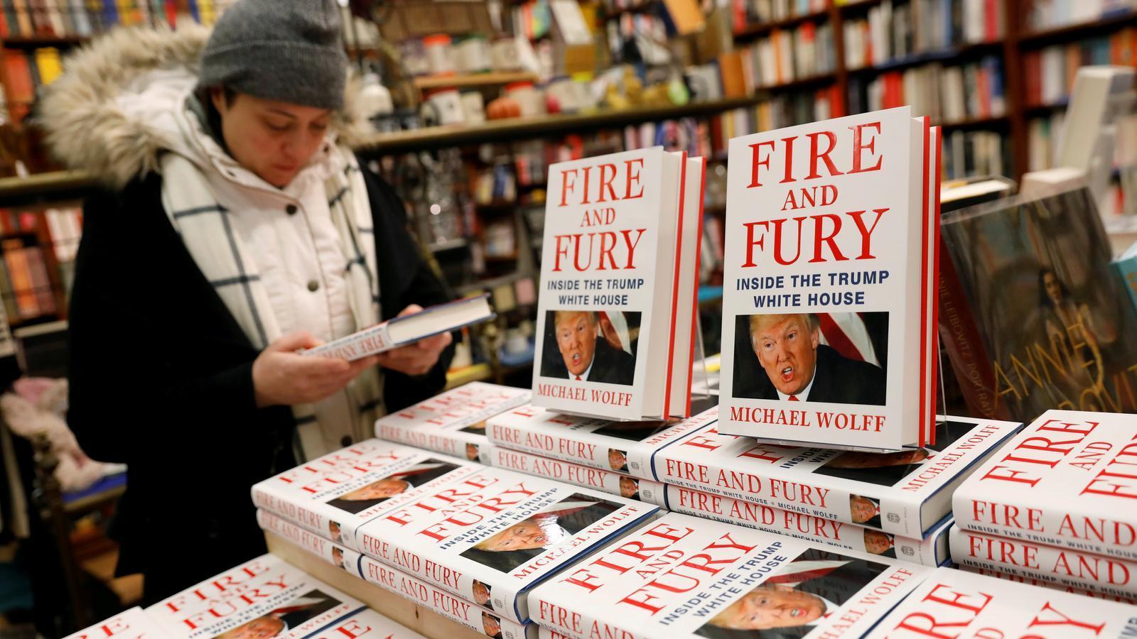 Exemplars de 'Fire and Fury' (Foc i fúria), en una llibreria de Nova York a principis de gener