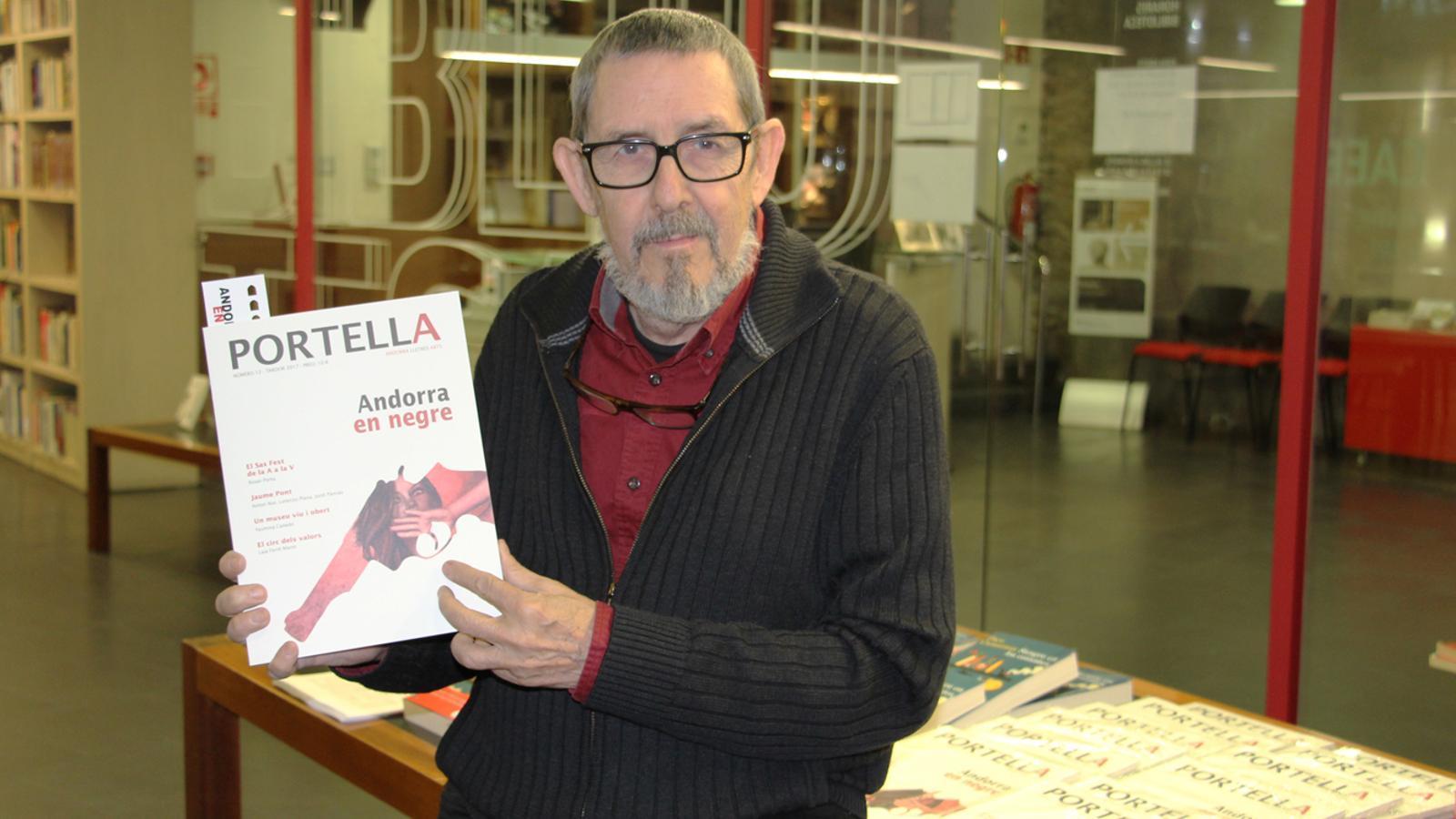 El llibreter Paco Camarasa, convidat a la presentació del nou número de 'Portella'. / E. J. M.