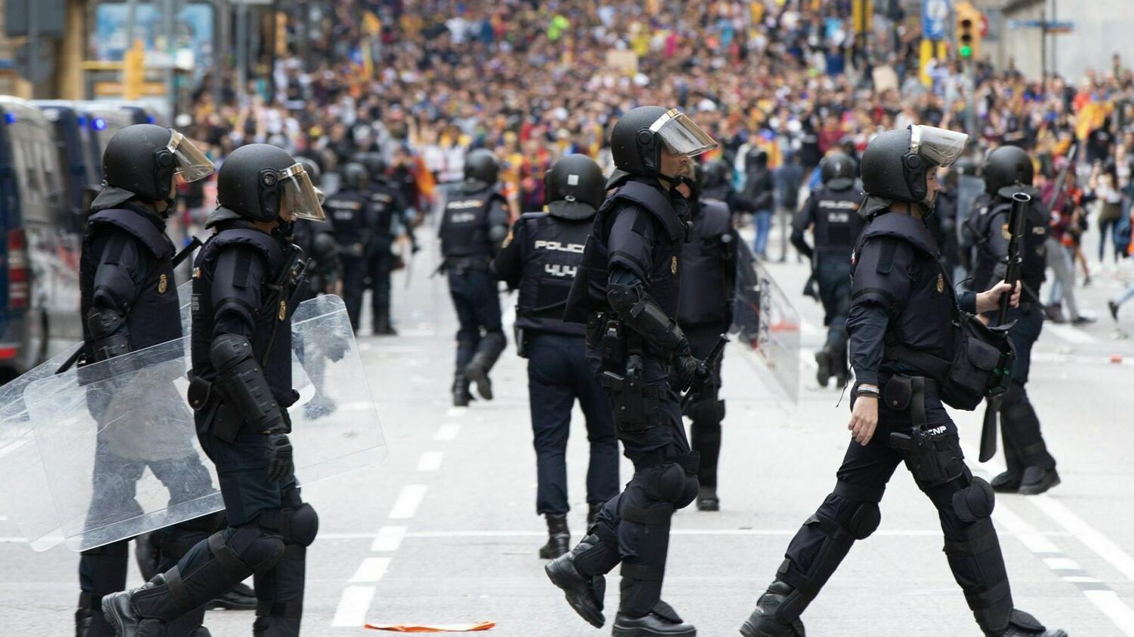 """Els antidisturbis desplaçats a Catalunya amenacen amb """"impugnar les eleccions"""" si no se'ls permet votar el 10-N"""