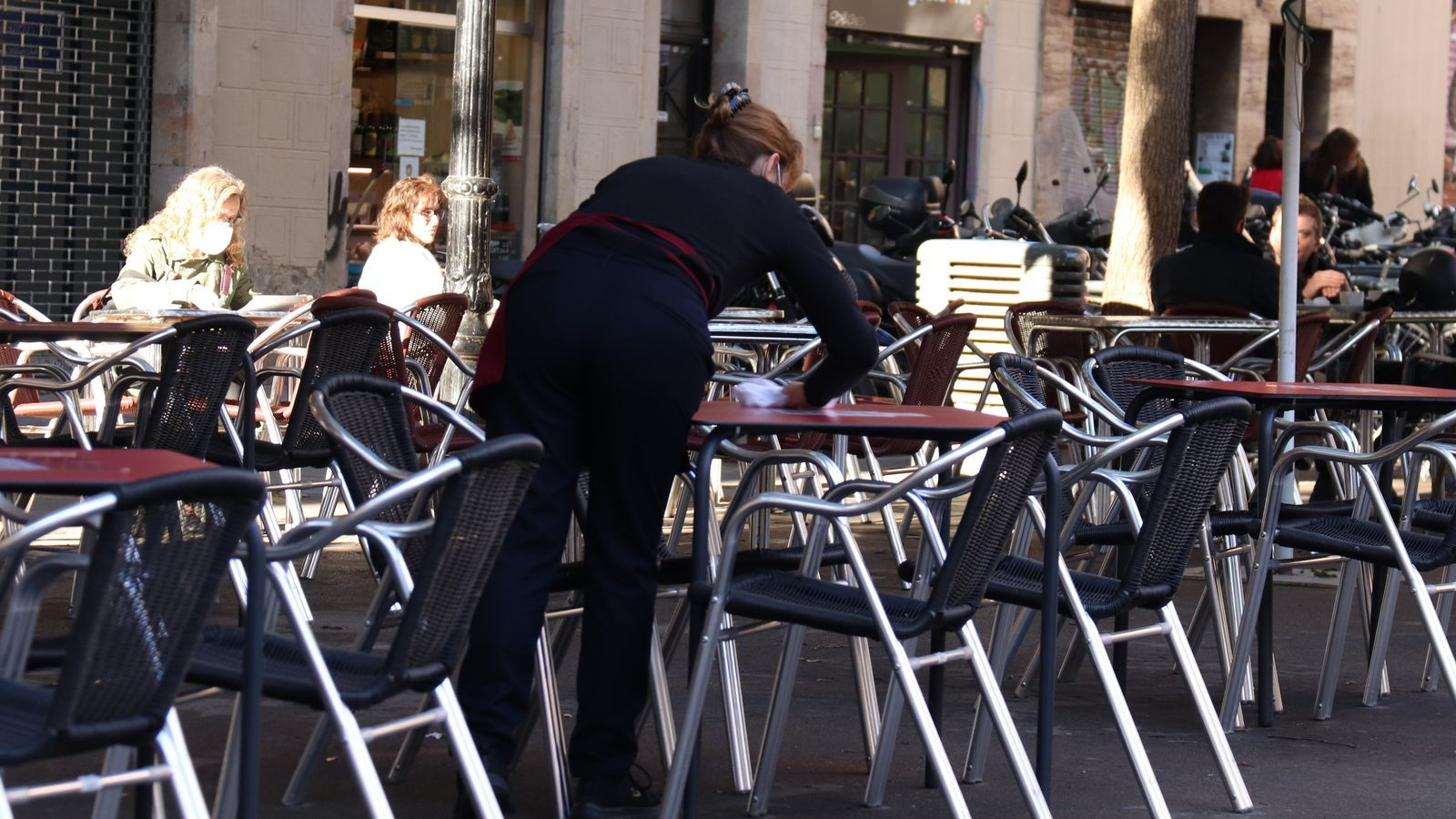 70% of Barcelona's and restaurants reopen, but request longer opening hours