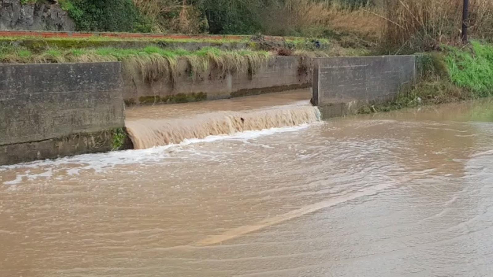 El canal trencat a Bescanó