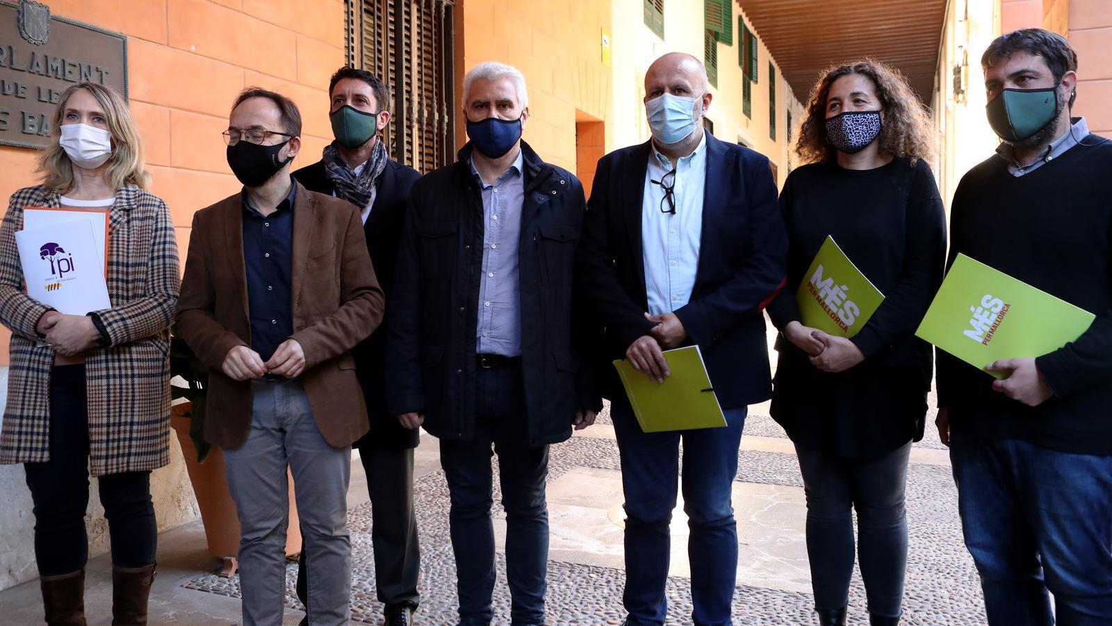 Diputats d'El Pi, MÉS per Mallorca i Més per Menorca aquest dijous davant del Parlament