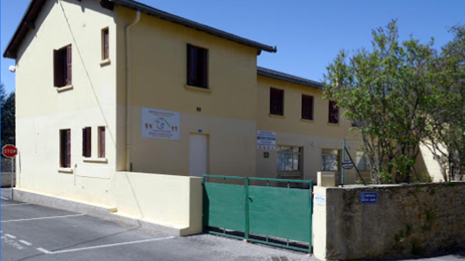 L'escola Jordi Pere Cerdà, tancada. / MESTRES JORDI PERE CERDÀ