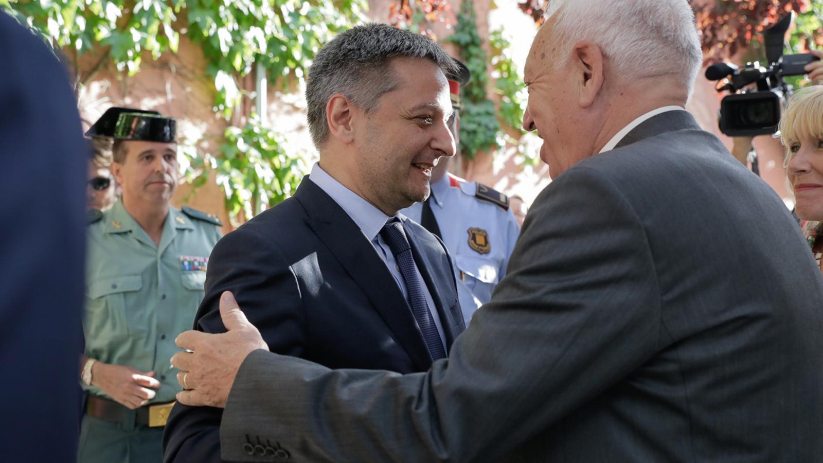 Margallo i Saboya mantenen una trobada a l'ajuntament de la Seu d'Urgell