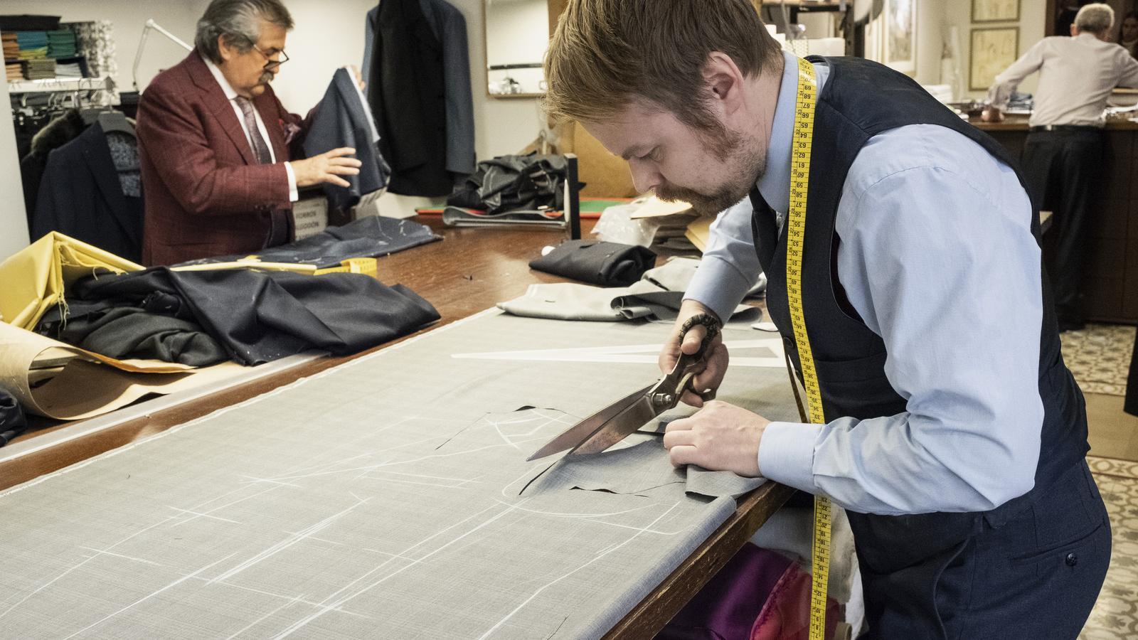 Marc Munill i Jari Mäkelä treballant al taller