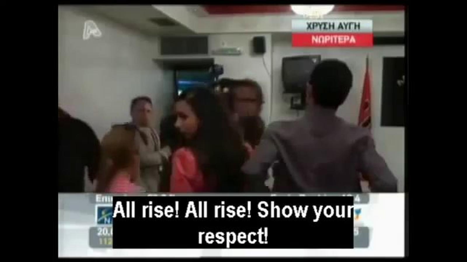 El partit neonazi grec Alba Daurada exigeix als periodistes que es posin drets per rebre el seu líder